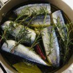 美味しくオリーブオイル、秋刀魚のコンフィ